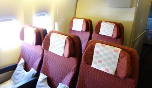 【写真で見る】飛行機最後尾、一番後ろはリクライニング無し?最後列座席に12時間乗った話