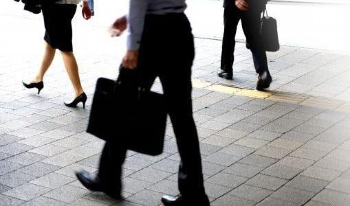 【朗報!】腰痛に悩むサラリーマンが通勤バッグをリュックにしたらハッピーに!