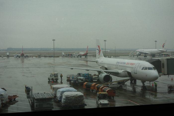 中国東方航空、上海到着