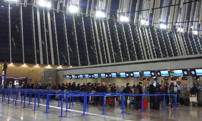 中国東方航空上海浦東国際空港のチェックインカウンター