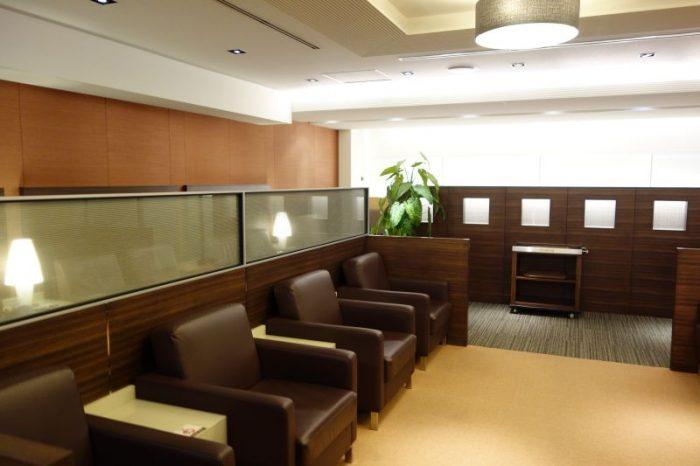 グローバルラウンジのソファ