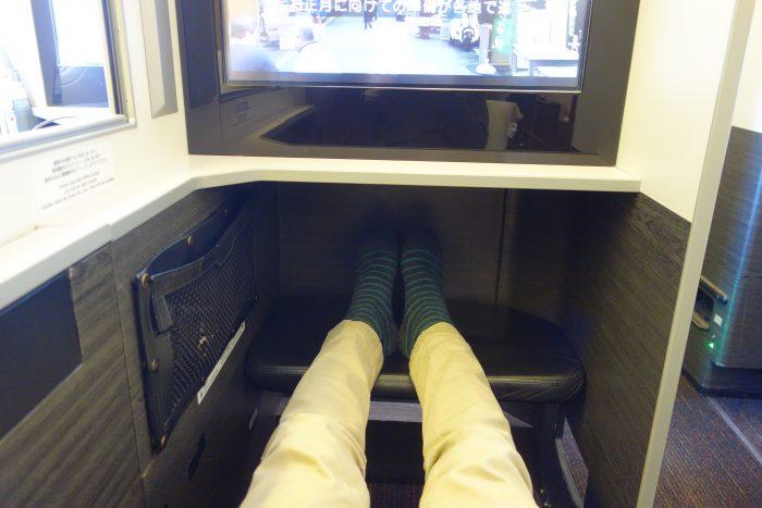 JALボーイング777-300ビジネスクラス座席前