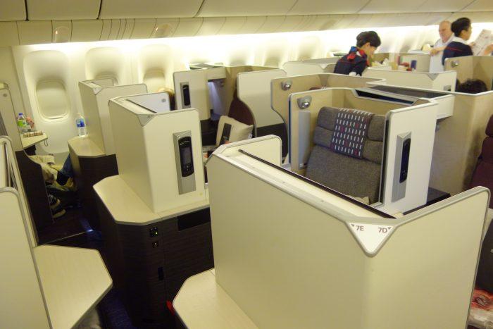 JALボーイング777-300ビジネスクラス中央席