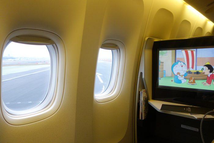 JALボーイング777-300ビジネスクラス窓側席
