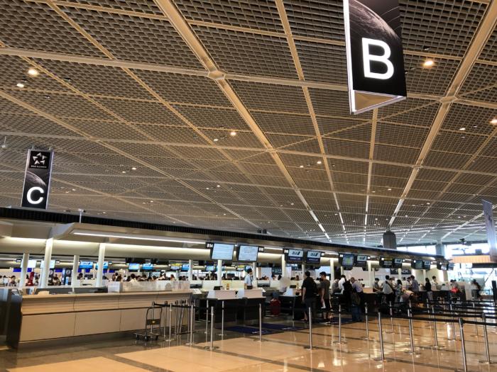 ANA成田空港ビジネスクラスチェックインカウンター