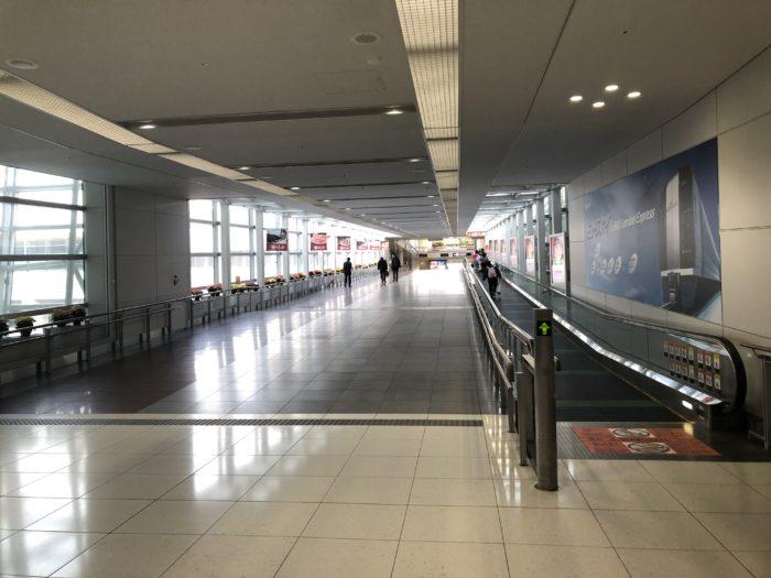 セントレア旅客ターミナルとアクセスプラザを結ぶ通路でミュースカイ乗り場へ